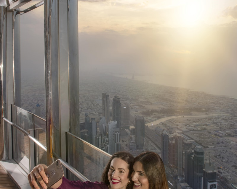 Burj Khalifa : The Lounge 152 ,153 and 154 Floor Tripx Tours