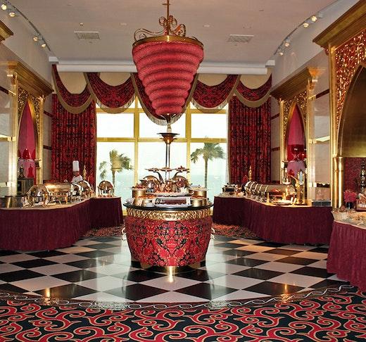Discover Dubai by night and dine at Burj Al Arab-Al Iwan
