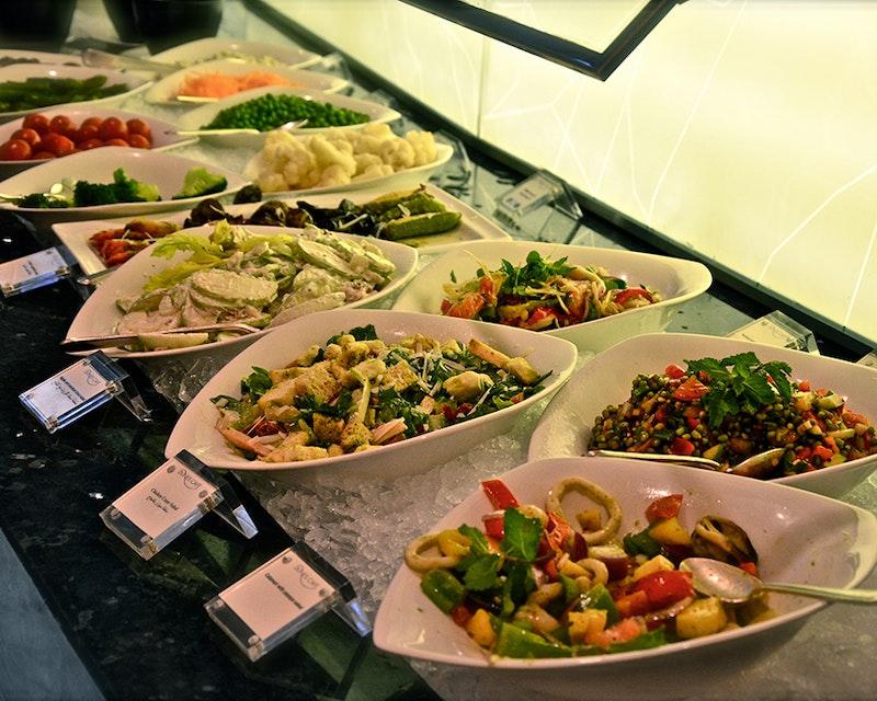 Discover Dubai by night and dine at Burj Al Arab-Al Iwan Location