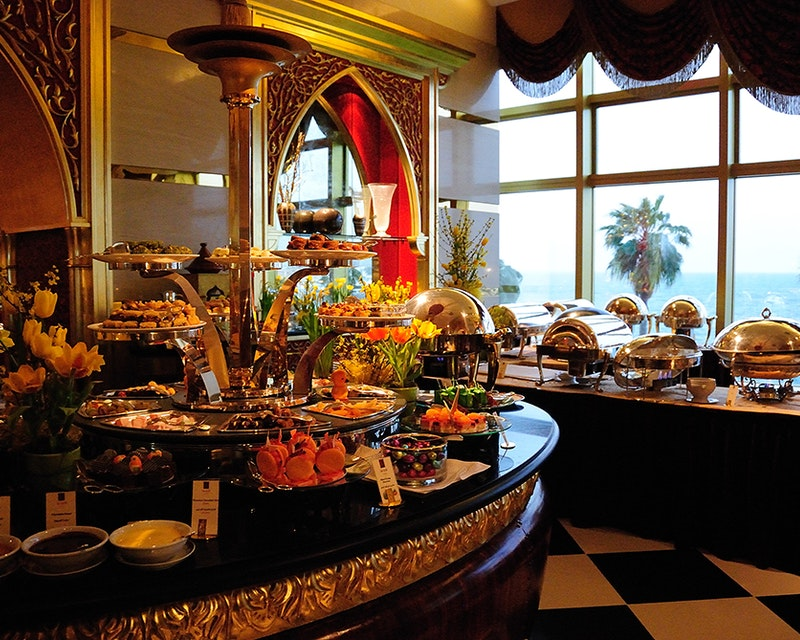 Discover Dubai by night and dine at Burj Al Arab-Al Iwan Ticket