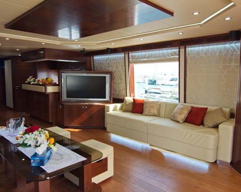 Dubai Private Yacht Tour