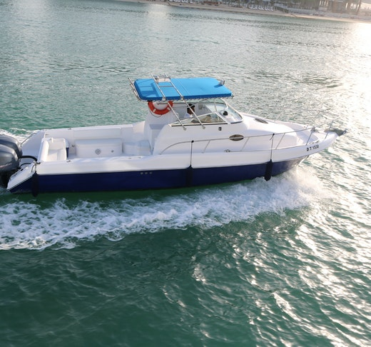 Dubai Private Yacht: 32 Feet Price
