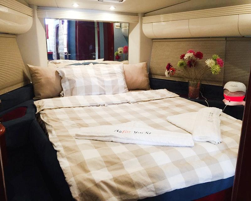 Dubai Private Yacht: 52 Feet