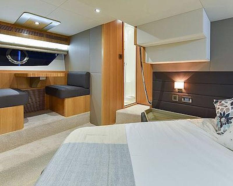 Dubai Private Yacht: 48 Feet Price
