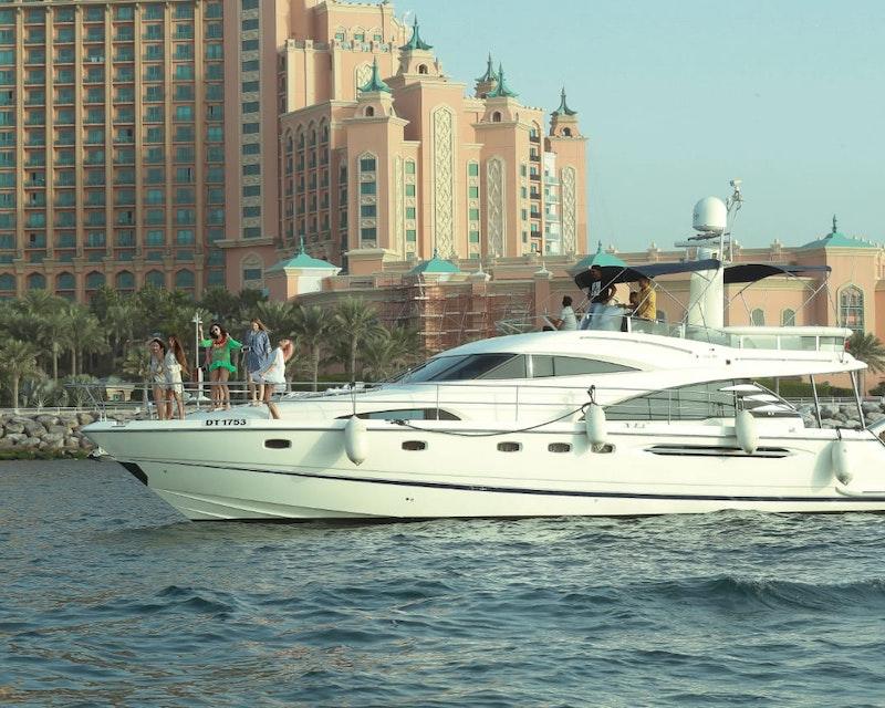 Dubai Private Yacht: 65 Feet