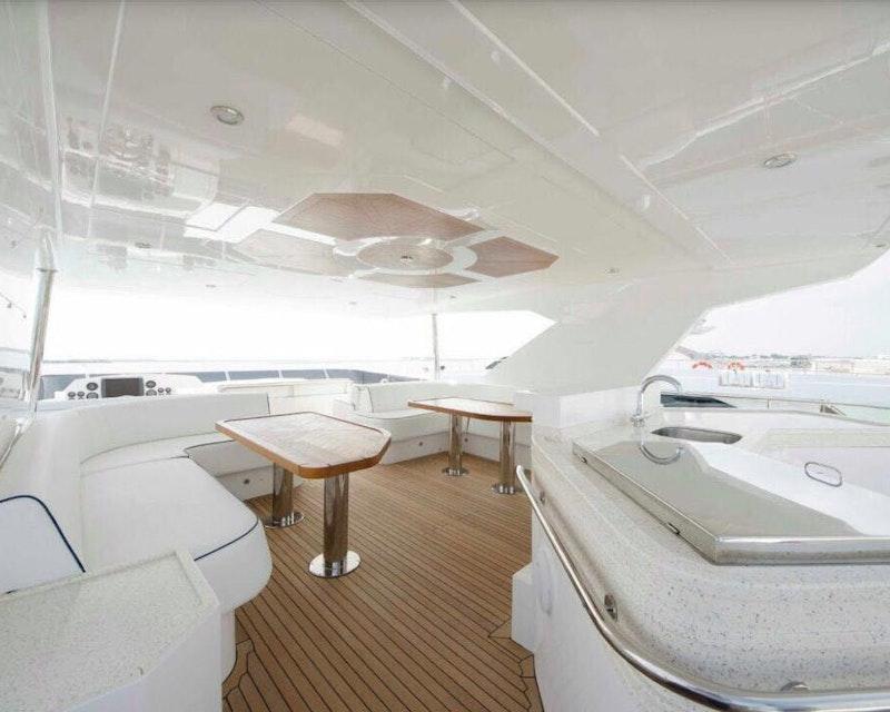 Dubai Private Yacht: 75 Feet
