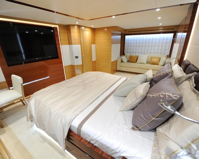 Dubai Private Yacht: 75 Feet Review