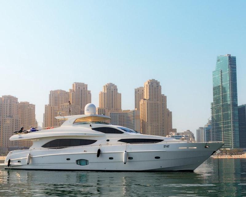 Dubai Private Yacht: 101 Feet