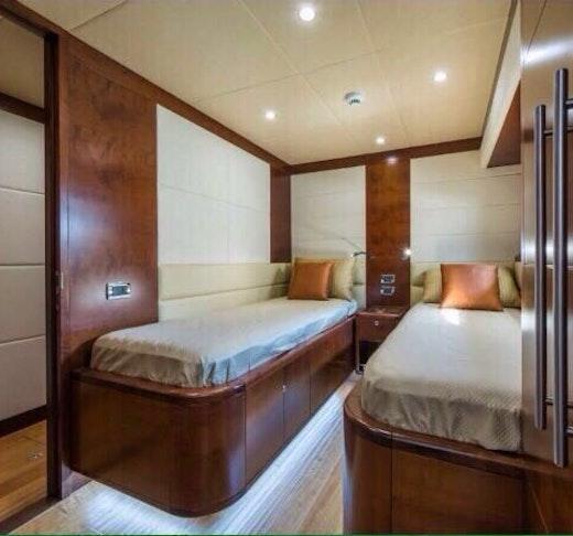 Dubai Private Yacht: 88 Feet Location