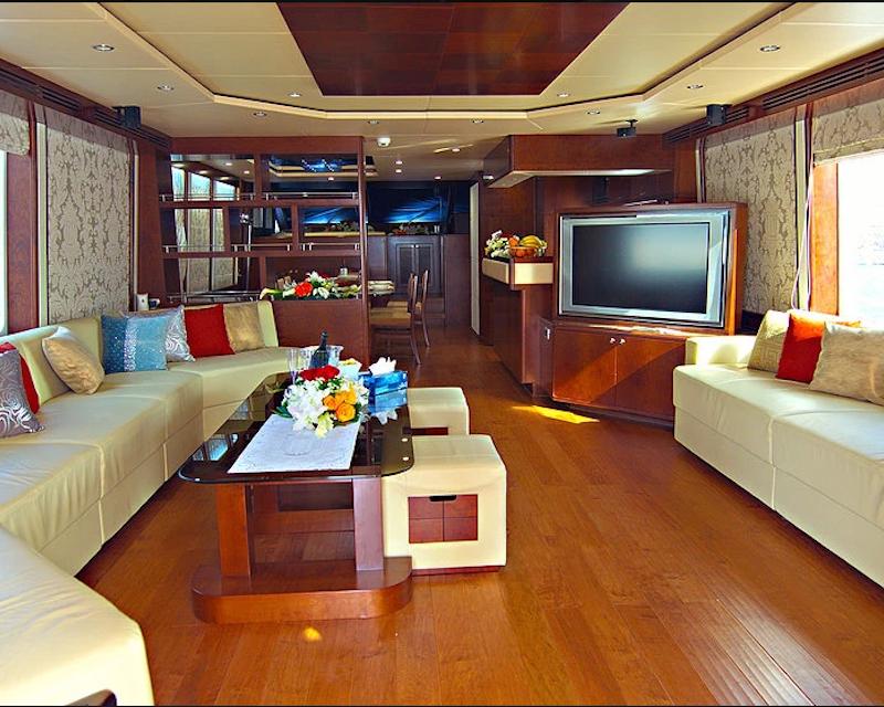 Dubai Private Yacht: 88 Feet